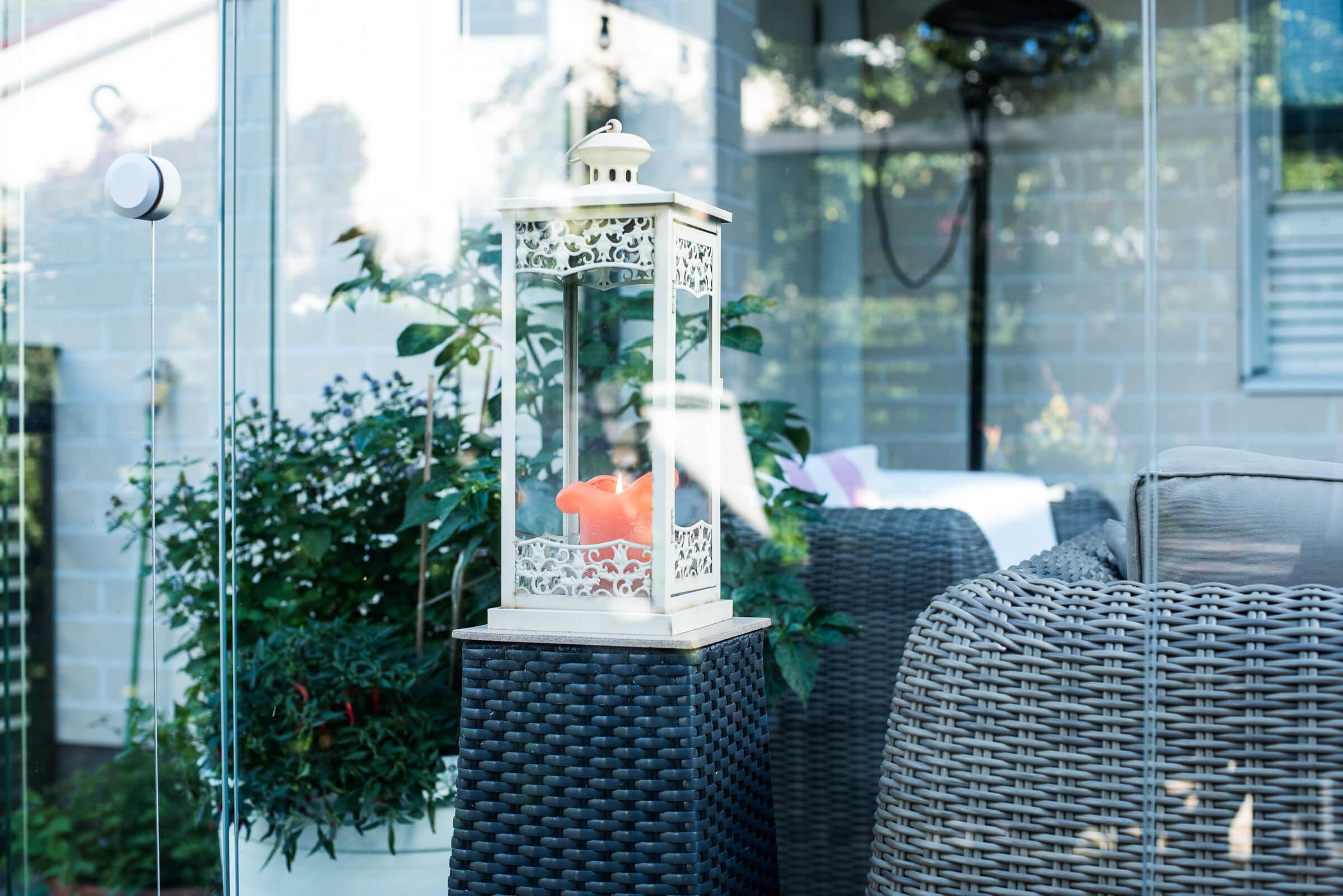 kaunis kynttilä terassilla