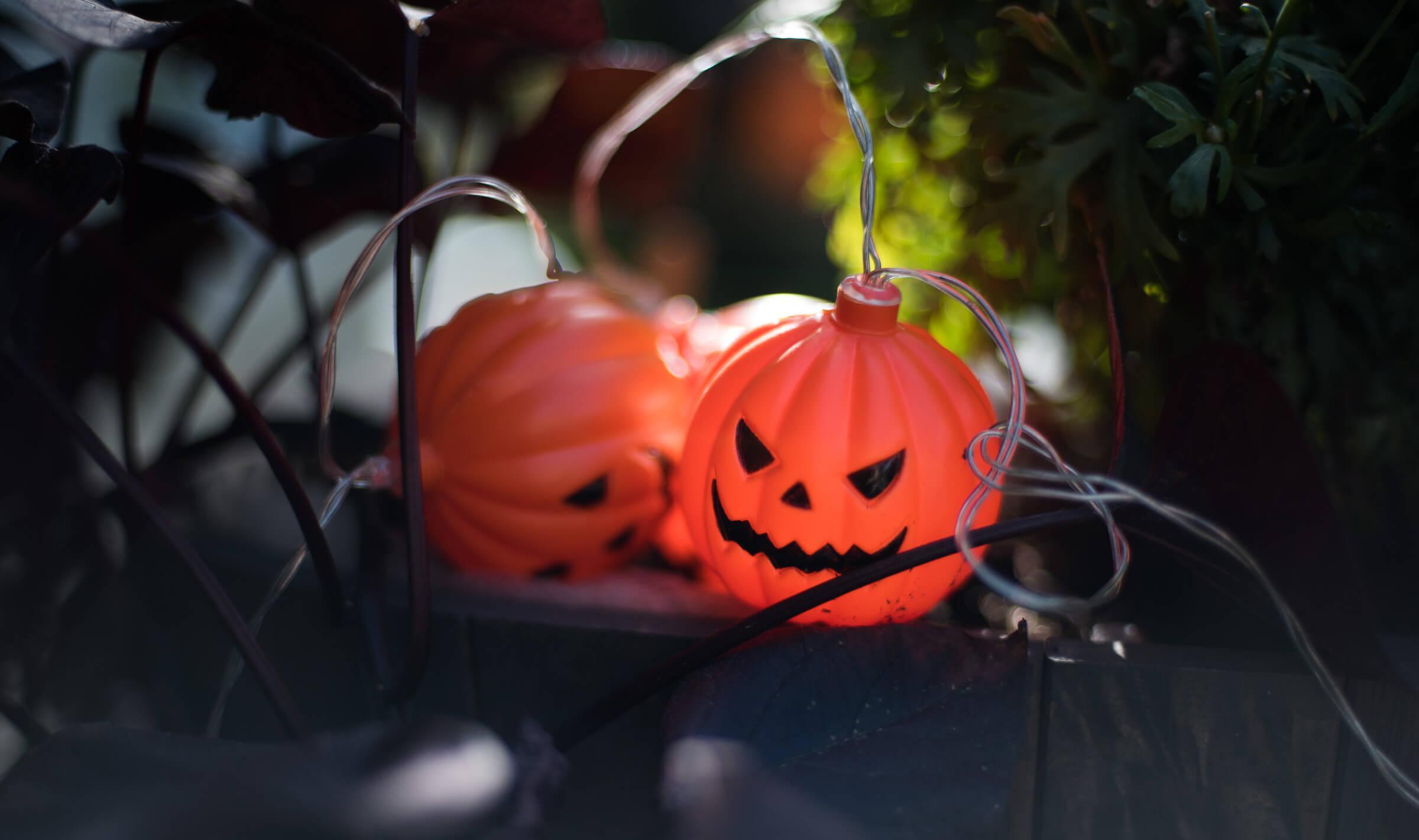 halloween valot terassilla