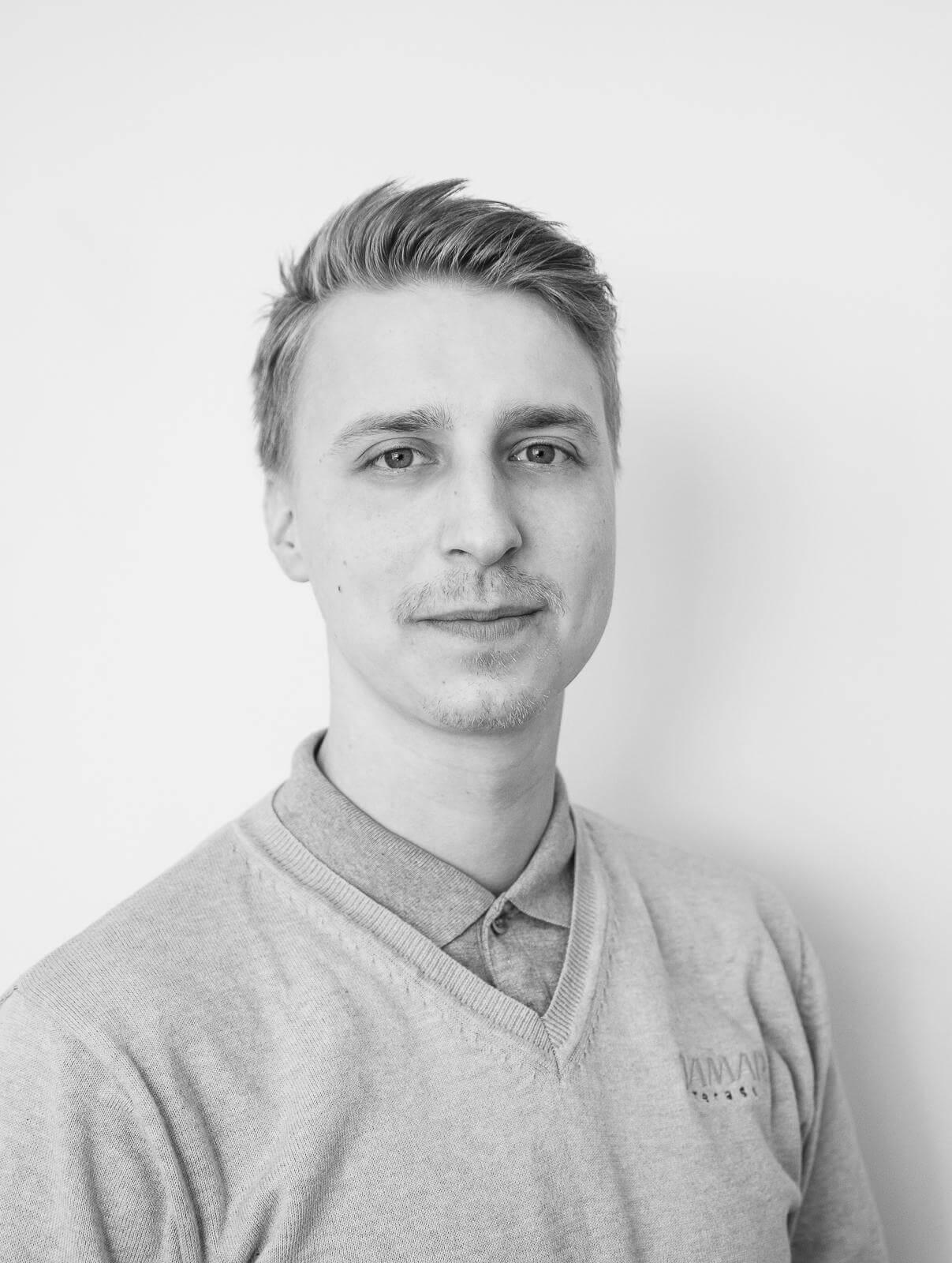 Aleksi Leinonen : Myynti